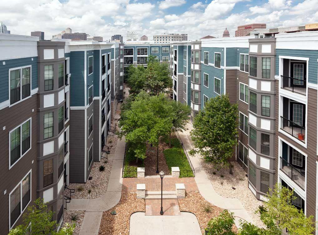 Amli Eastside Rentals Austin Tx Apartments Com Austin Apartment Garden Tub Resort Style Pool