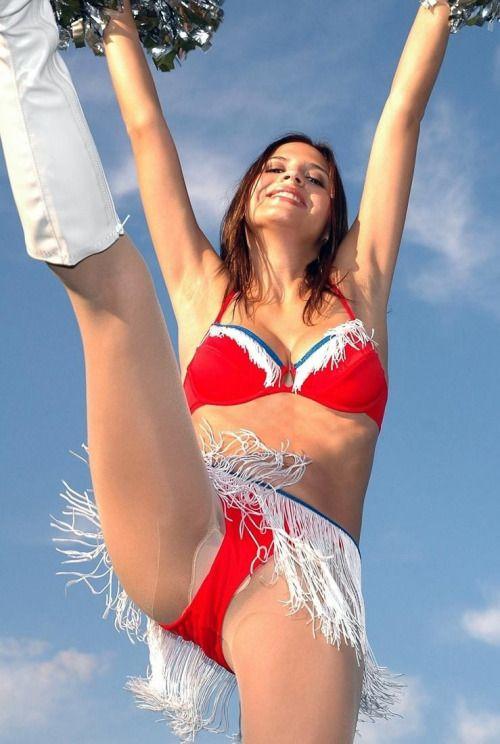 nackte-cheerleader-mit-offenen-beinen-ehefrauen-nackt-gruppensex