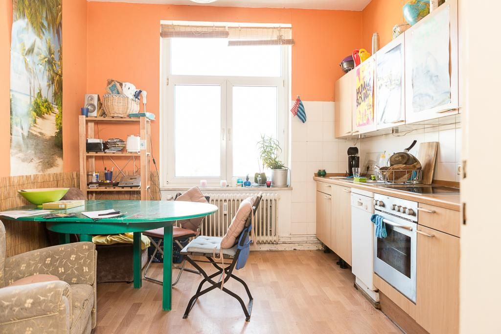 Küchenzeile Hannover große küche mit grünem tisch in einer wg in hannover linden
