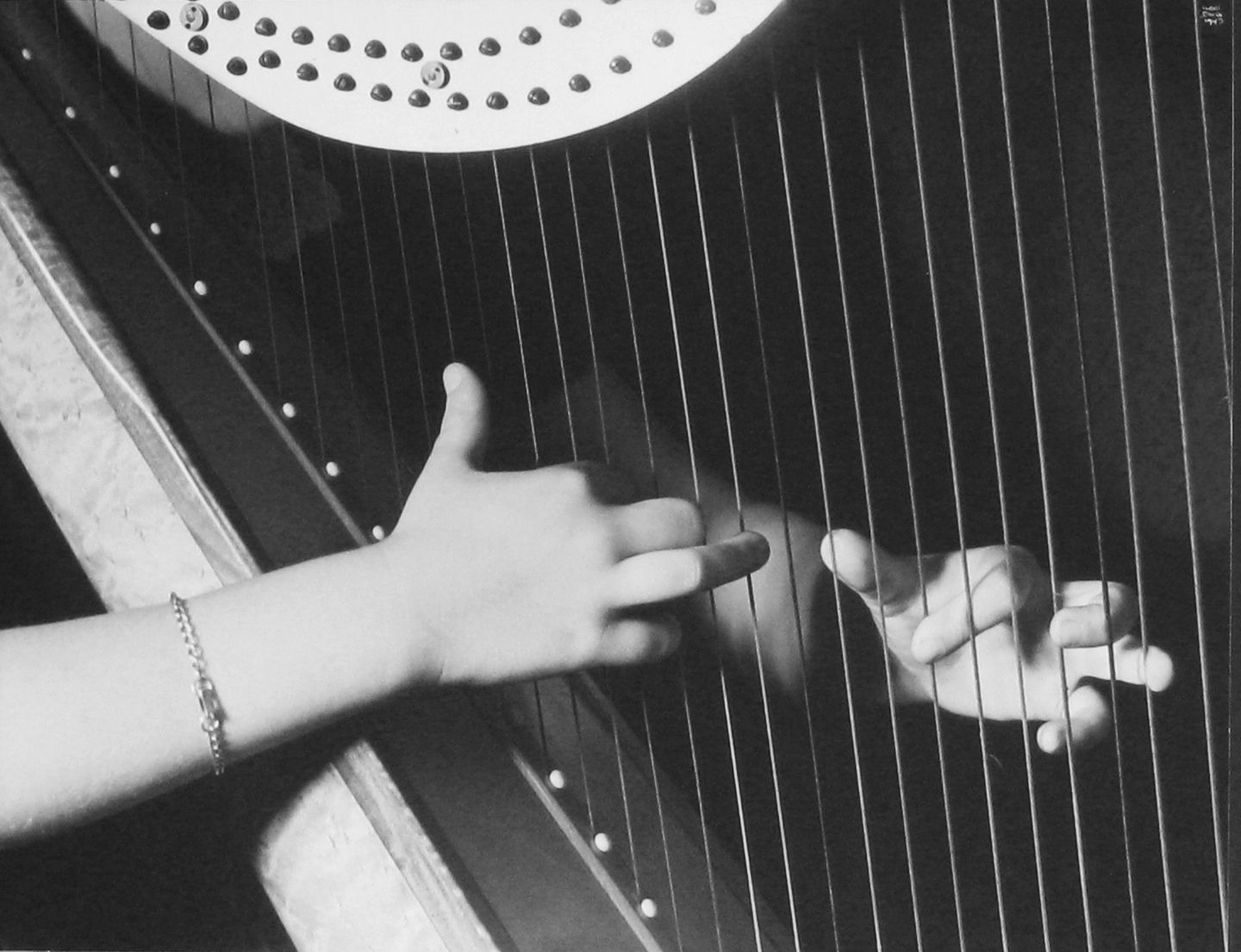 Beautiful hands Ilse BING: Jane Weidensaul, Harpist, 1943