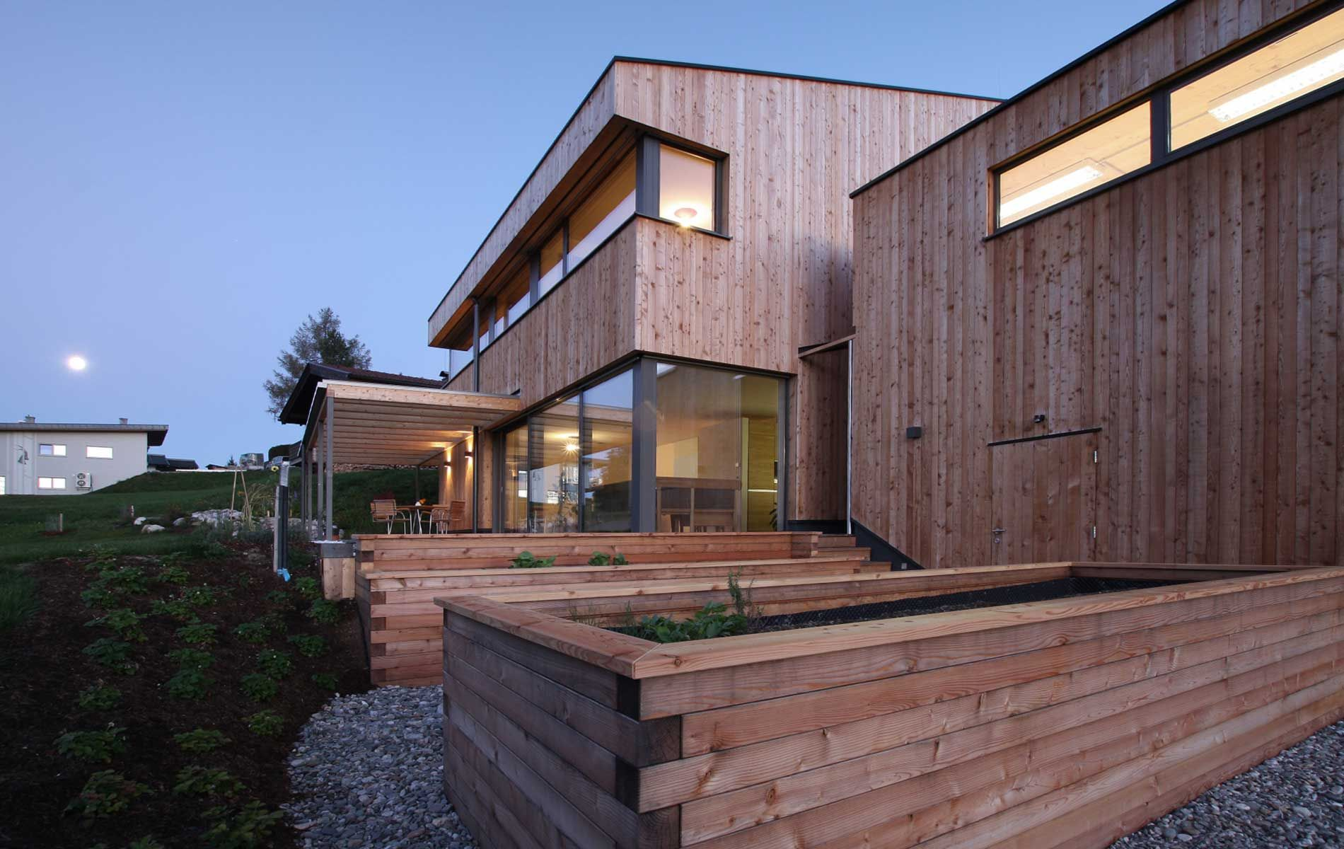 Einfamilienhaus holzhaus modern was wir bauen for Holzhaus modern bauen