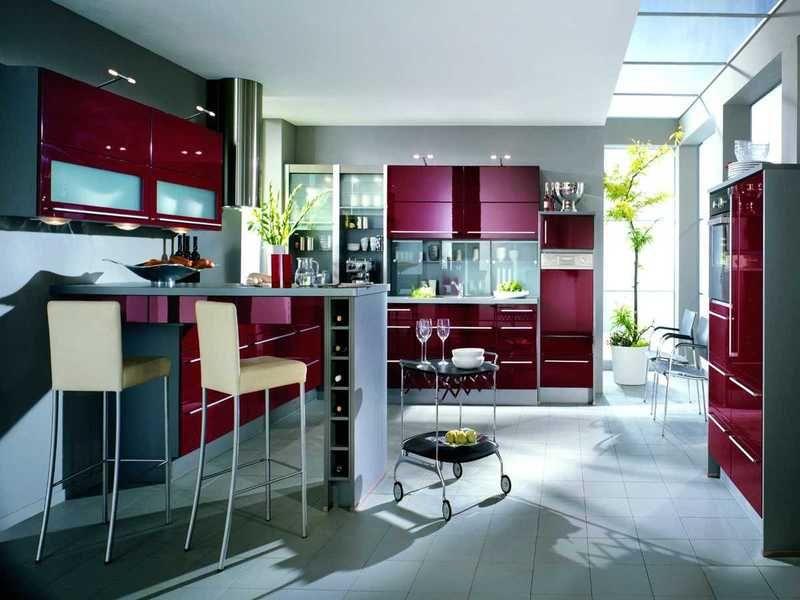 cuisine-rouge-grise-armoires-rouge-cerise-peinture-murale-grise - Photo Cuisine Rouge Et Grise