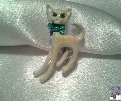 $11.75: Vintage White Pearled Bobble Head Cat Articulated Enameled Rhinestone Brooch Pin