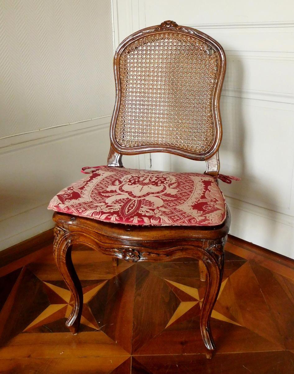 Chaise Cannée d'époque Louis XV En Noyer, Coussin De Soie