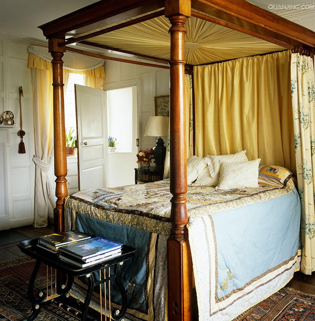 The Guest Bedroom Has A Wooden Four Poster Bed With Hangings By Colefax And  Fowler ~ Thomas Messel Design