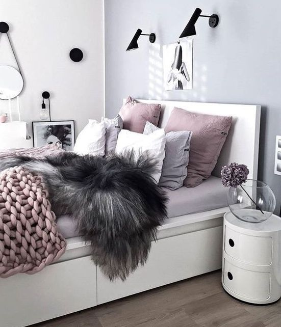 a modern glam bedroom in light grey, lavender and dusty pink with ...