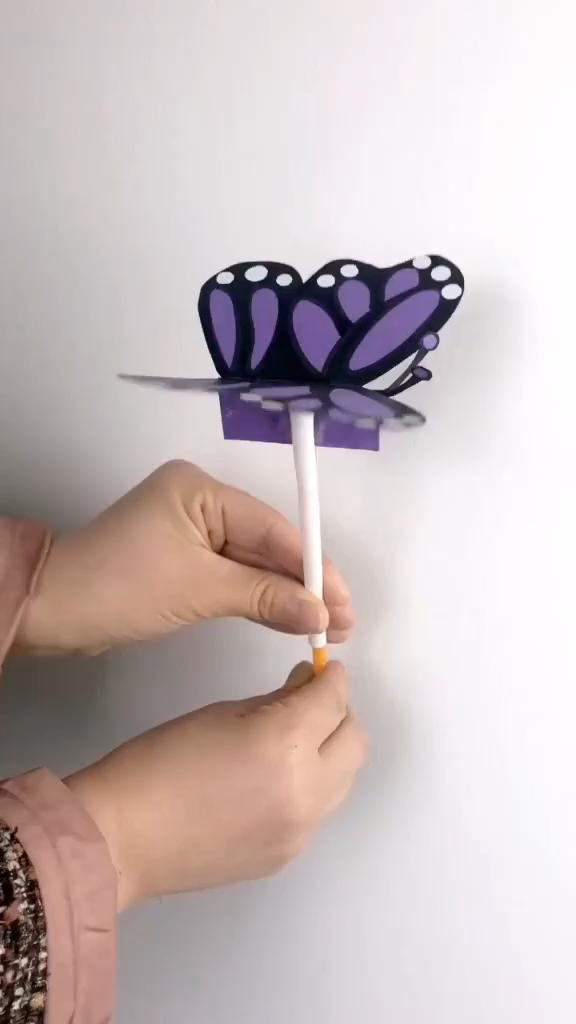 DIY Butterfly toy for kids 😍 #CreativeDIYsandall #creativediysandall #butterfly #toy #crafts #diycrafts #diycraftvideo #diyvideo #kidscraft #KendinYapveDiğerHerşey #nasılyapılır