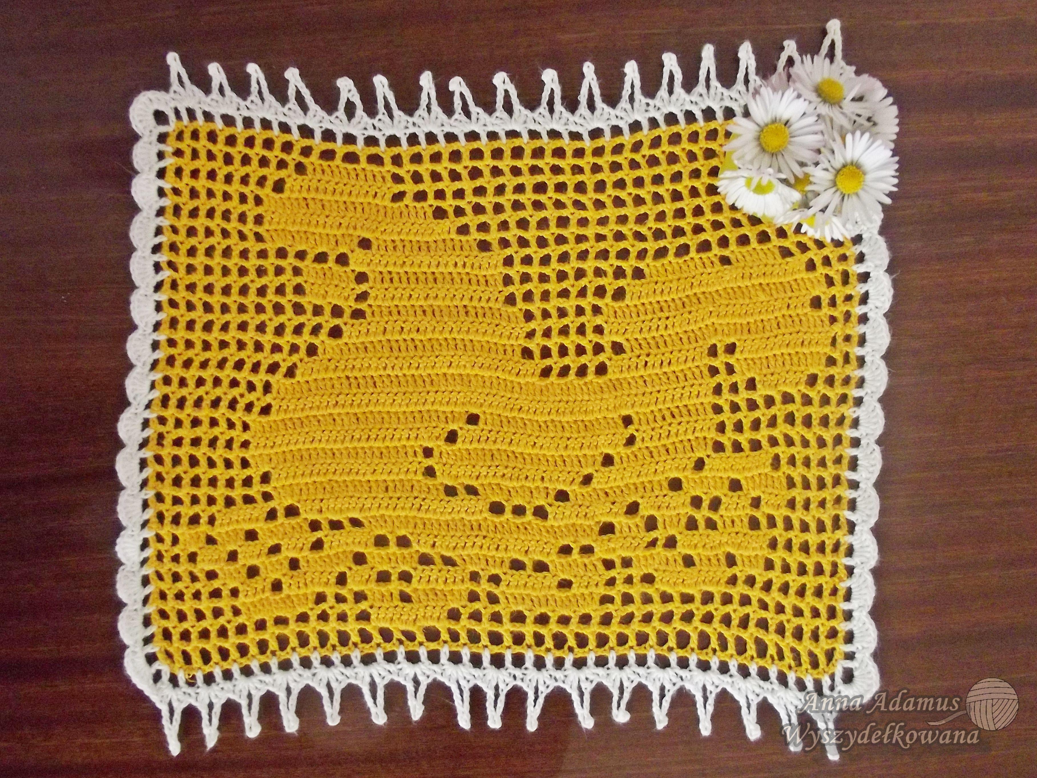 Easter crochet doily hen/chicken/fowl - filet crochet free pattern ...