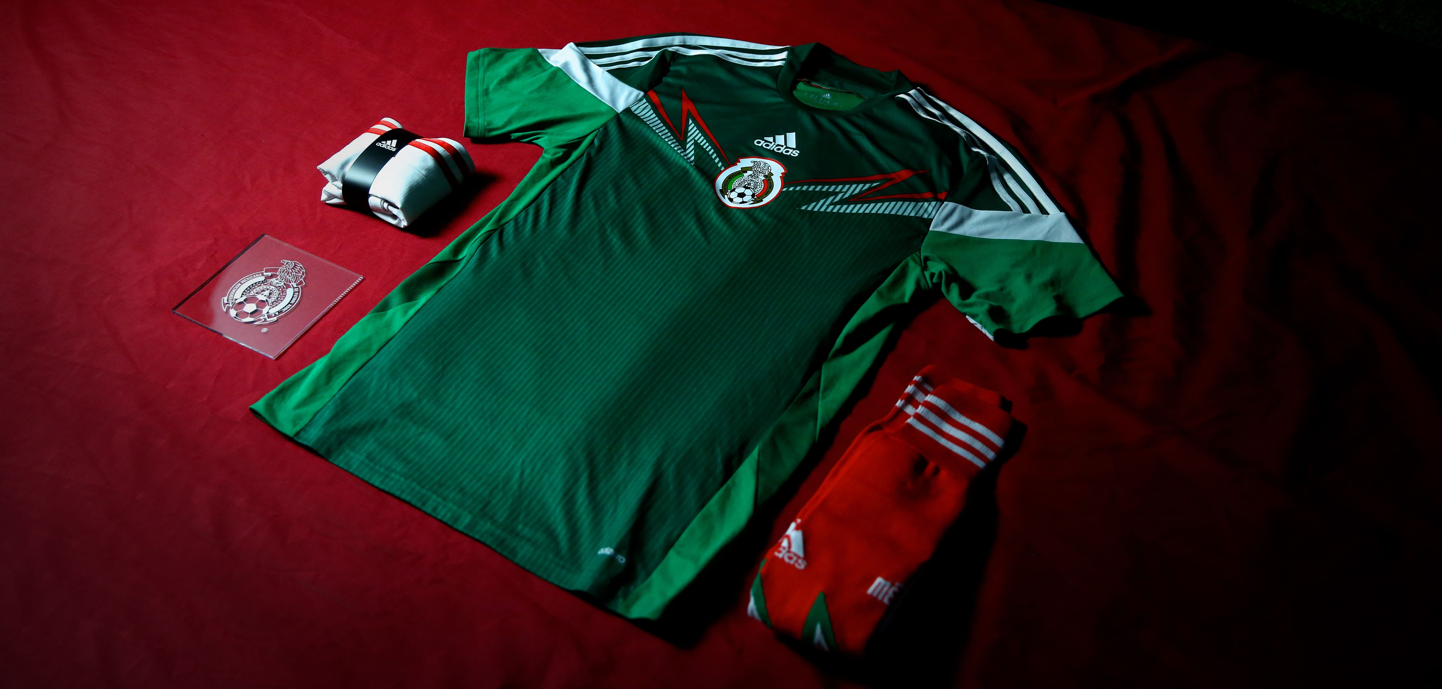 02ec03f98b0 The new Mexico jersey features a green base to form a unique design and the  elegant white touches on the chest and sleeves add to the jersey s overall  look