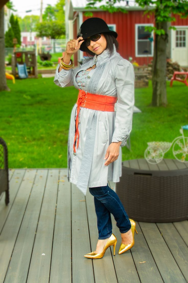 It has some easy ways to spice up your everyday jeans, and look more stylish. The good thing, it isn't hard to do that and don't take much. A high heels, a belt, a button-up dress, in this case a trench coat. #accessories #goldshoes #highheelshoes #pumps #widebelts #jeans #denim