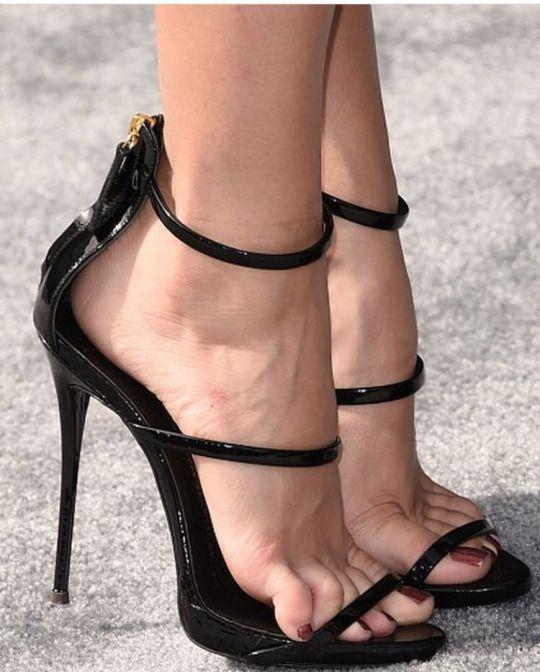 Mature feet fetish videos
