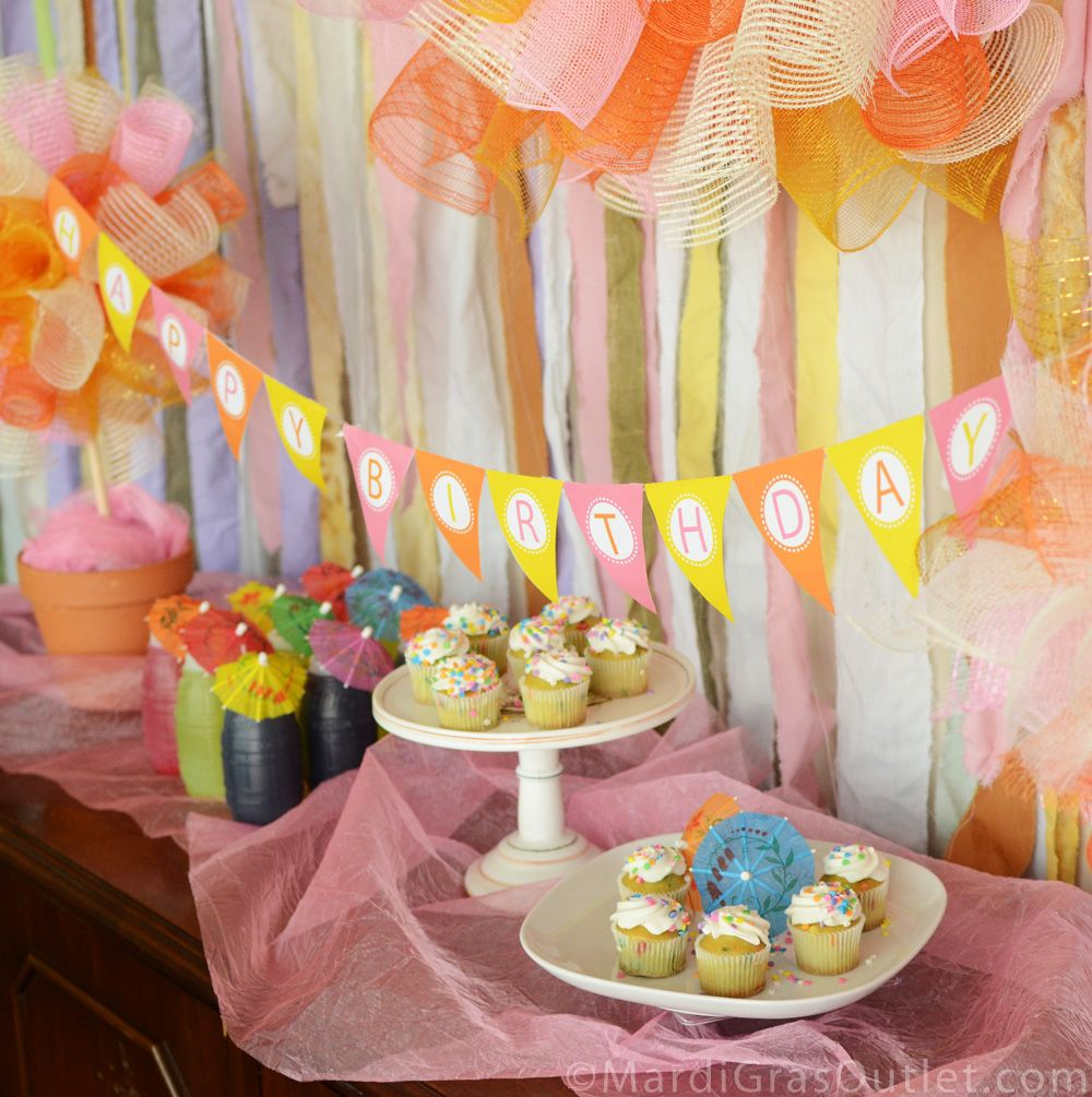 stunning diy party decoration ideas serve cake plus small umbrellas