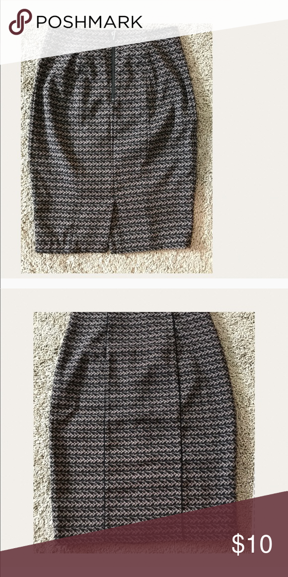 b883ef0f2 Mossimo brand skirt size 4 Women's skirt size 4. From target. Like new  without tags Mossimo Supply Co Skirts Pencil