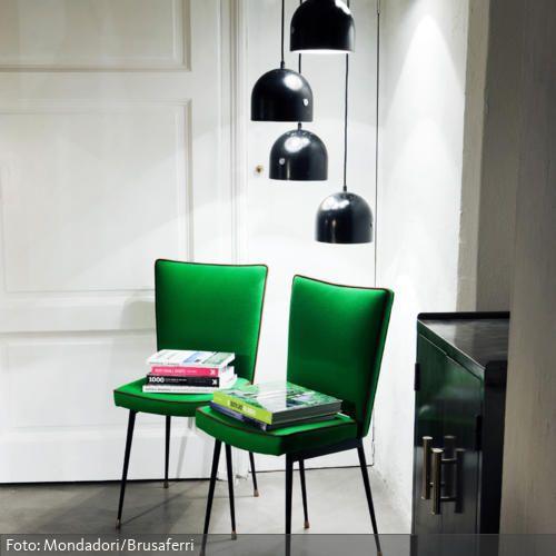 Ideen Burnout Im Wohnzimmer Lool Stil: Leseecke Mit Grünen Retro-Stühlen Und Pendelleuchten