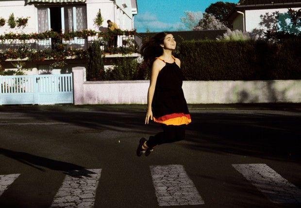 Cantora brasileira, radicada em Paris e sucesso na França, se apresenta no Brasil - http://epoca.globo.com/colunas-e-blogs/bruno-astuto/noticia/2013/08/cantora-brasileira-radicada-em-paris-e-bsucesso-na-francab-se-apresenta-no-brasil.html