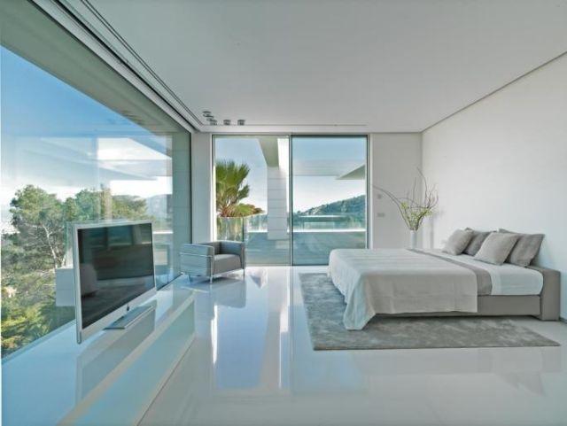 Schlafzimmer Glanz Boden Weiß Bett Wandfarbe Glas Fronten Balkon  Schiebetüren