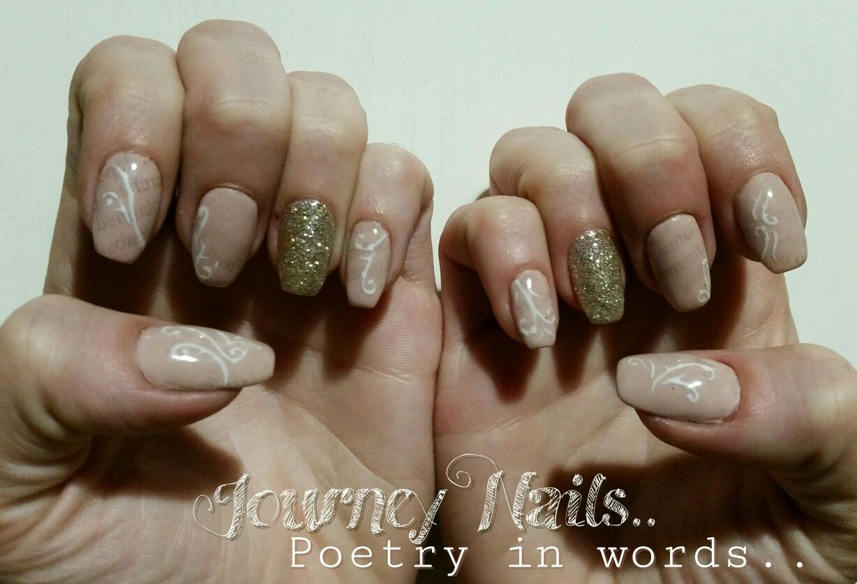 Words in plain colors.. Nail Art Natural colors