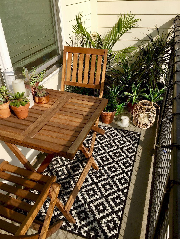 Beautiful and cozy apartment balcony decor ideas 19