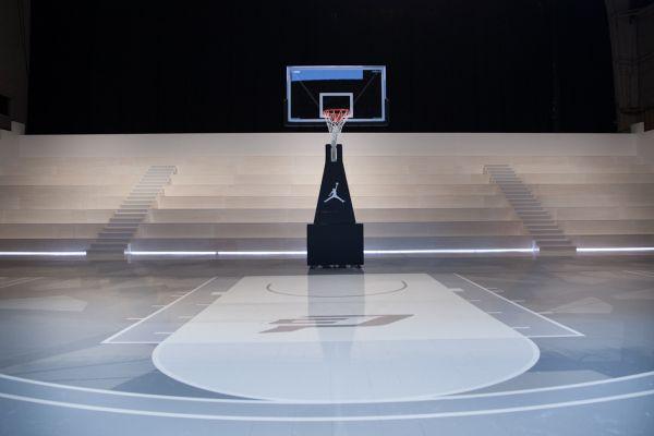 A Look Inside The Jordan Hangar In Los Angeles Jordans Basket Training Creative Kids Rooms