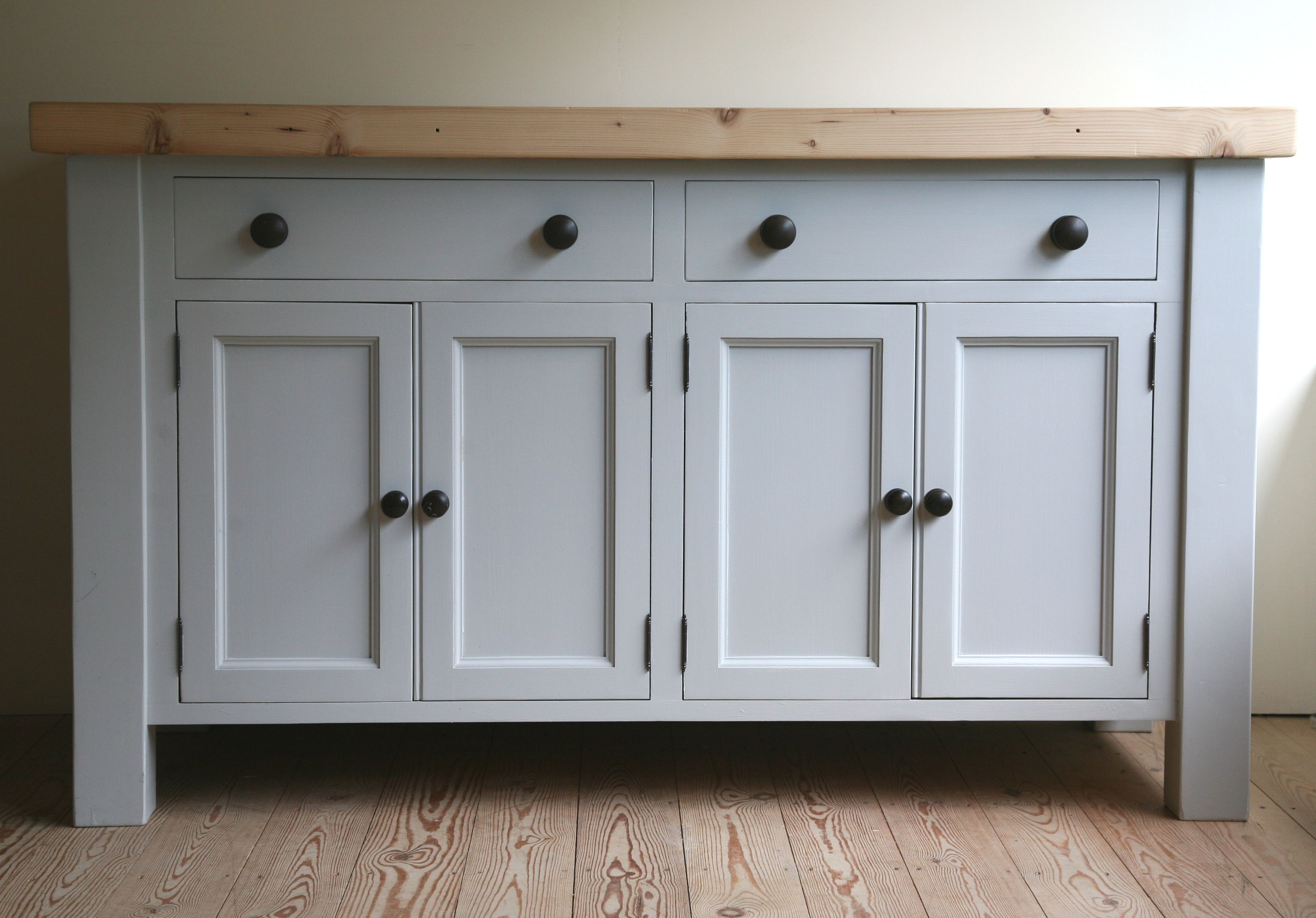 This kitchen base unit contains one long cupboard with two pairs of ...