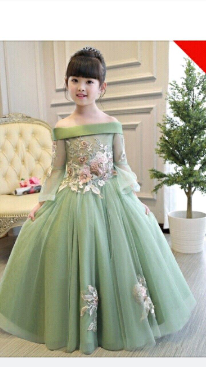 Pin by Tasleem Ejaz on Adres | Kids frocks design, Gowns ...