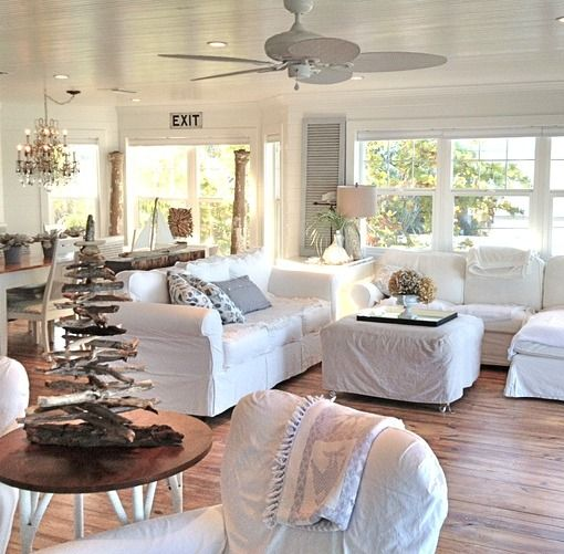 White Beach Cottage Living Room With Driftwood Christmas Tree Http