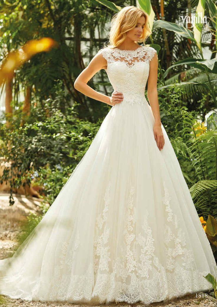 Darf's ein bisschen mehr Spitze sein?! ;-) Verliebt in #laceweddingdress Foto: V... - Braut, Brautkleider, Brautschuhe, Brauthaar, Braut Make-up #corsages