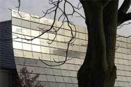 Solar-Fassade in Berlin-Adlershof mit CIS-Modulen des Herstellers Sulfurcell