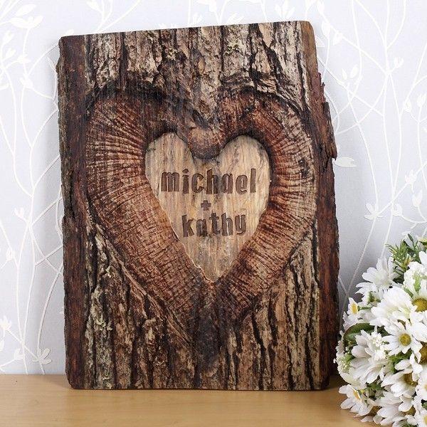 Holzbretter Mit Rinde holzbrett mit aufdruck baumstamm rinde und namen herz geschenke