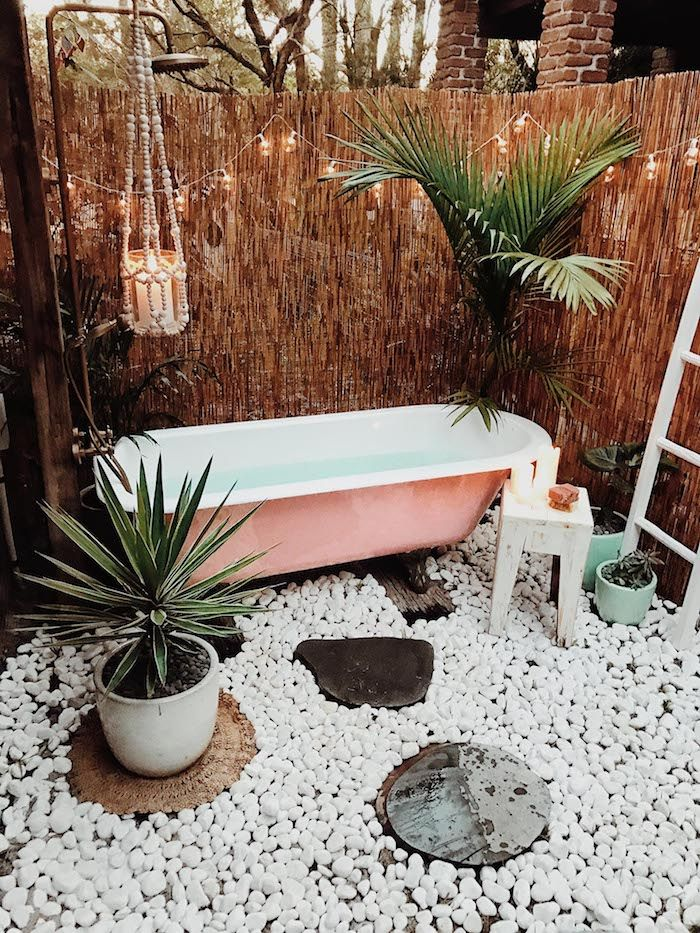 1001 Ideen Und Bilder Zum Thema Sichtschutz Fur Gartendusche Gartendusche Aussenbad Gartenbadewanne