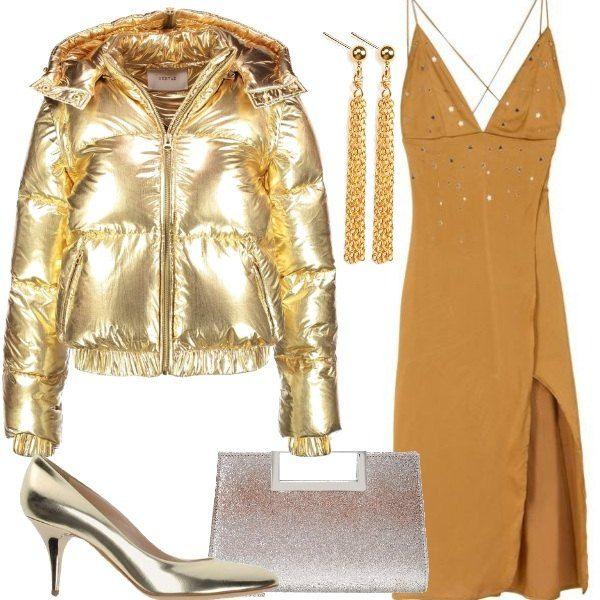 new concept 53f11 e275e Un meraviglioso piumino oro, con cappuccio e zip, è abbinato ...