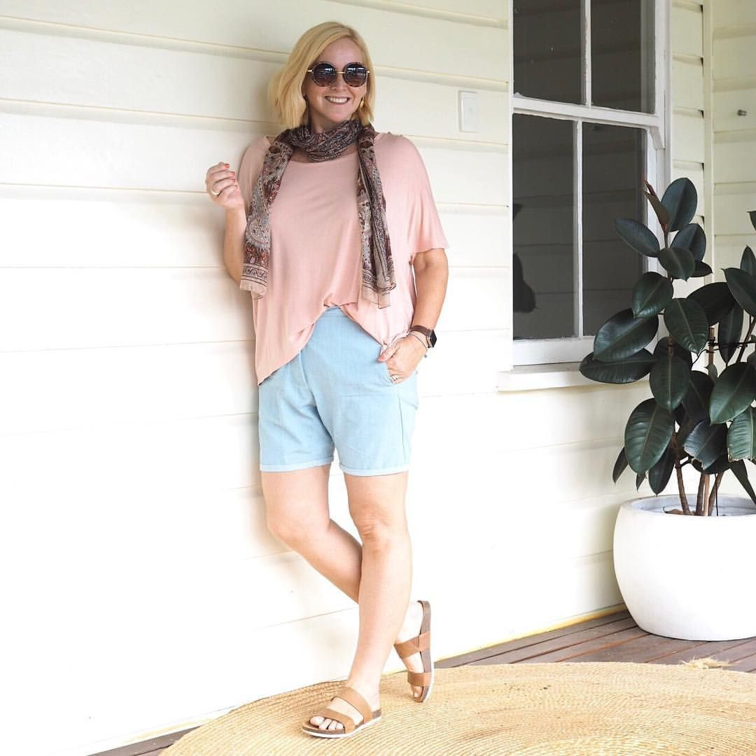 """Today's #everydaystyle ... got to love a slow Sunday. Wearing top and shorts from the Styling You…"""""""