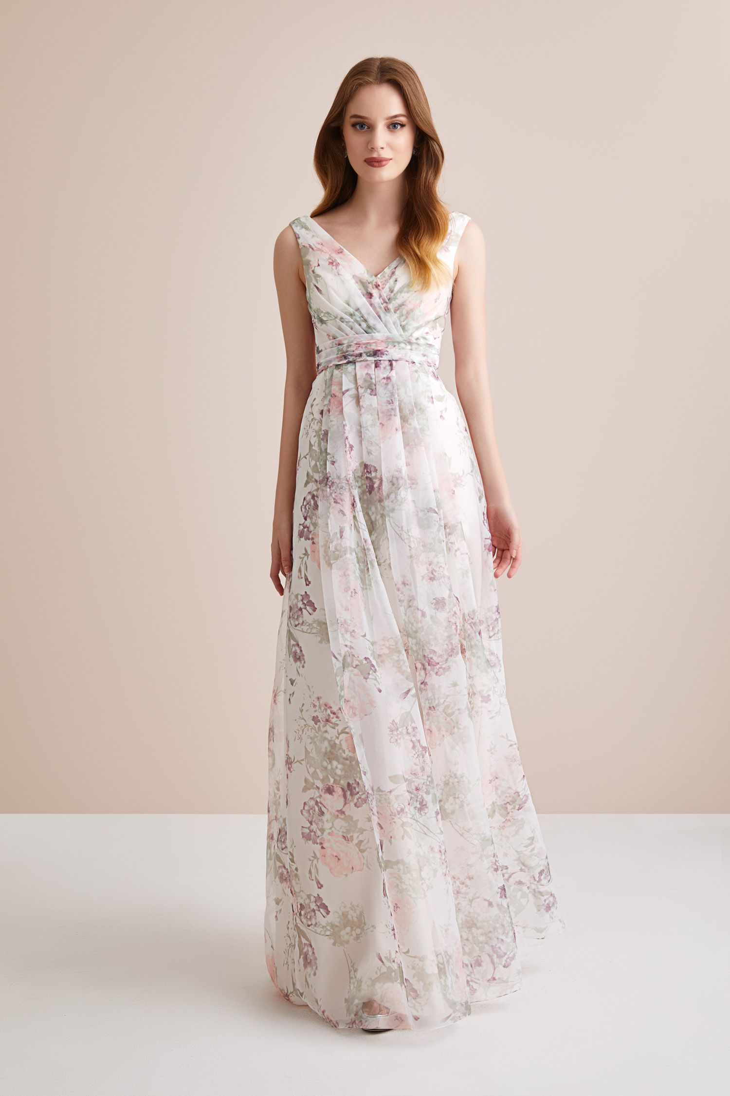 725847e29a530 Askılı Çiçekli Şifon Uzun Abiye Elbise. Düğün gününde gelinin en yakın  arkadaşı Nedimeler şıklığını Oleg