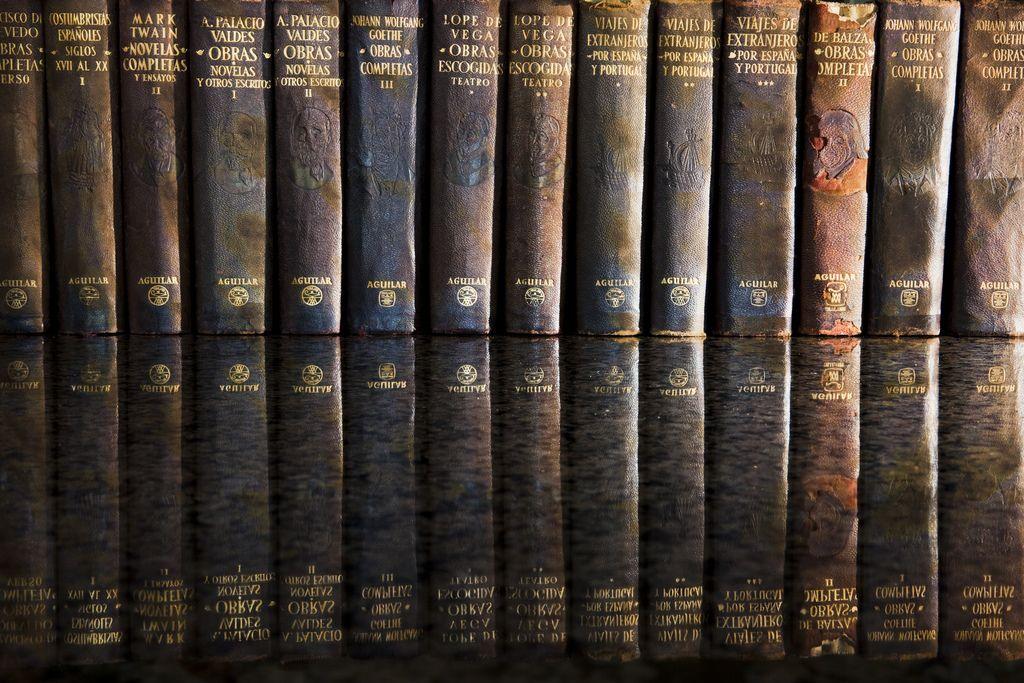 Vintage books.    (Fuente: Flickr / mbfinepictures)