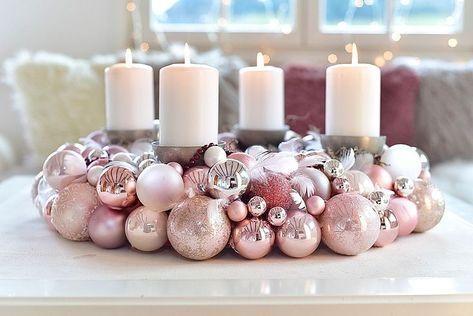 Photo of Ein Adventskranz aus Weihnachtskugeln ist ganz einfach selbst gemacht! Wir zeige…