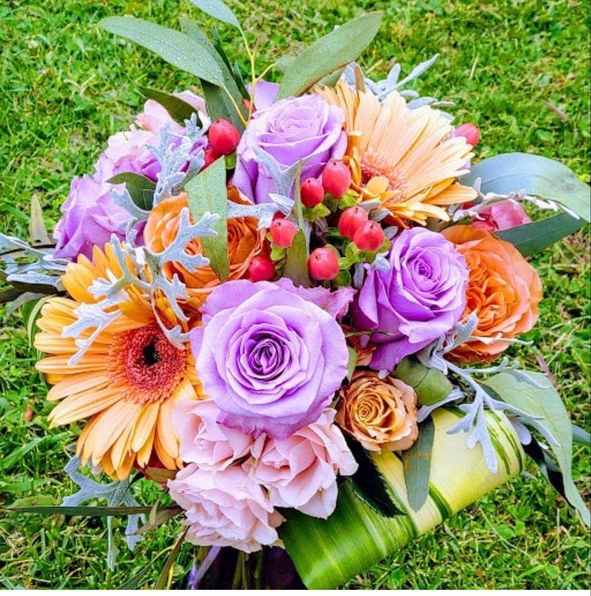 Lavender Roses In 2020 Online Wedding Flowers Lavender Roses Wholesale Roses