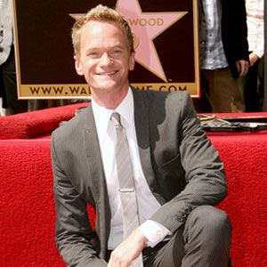 Happy Birthday NPH! Barney, as we all know him, turns 39 today! After a year of hosting and winning awards, I'd say NPH has a lot to celebrate.