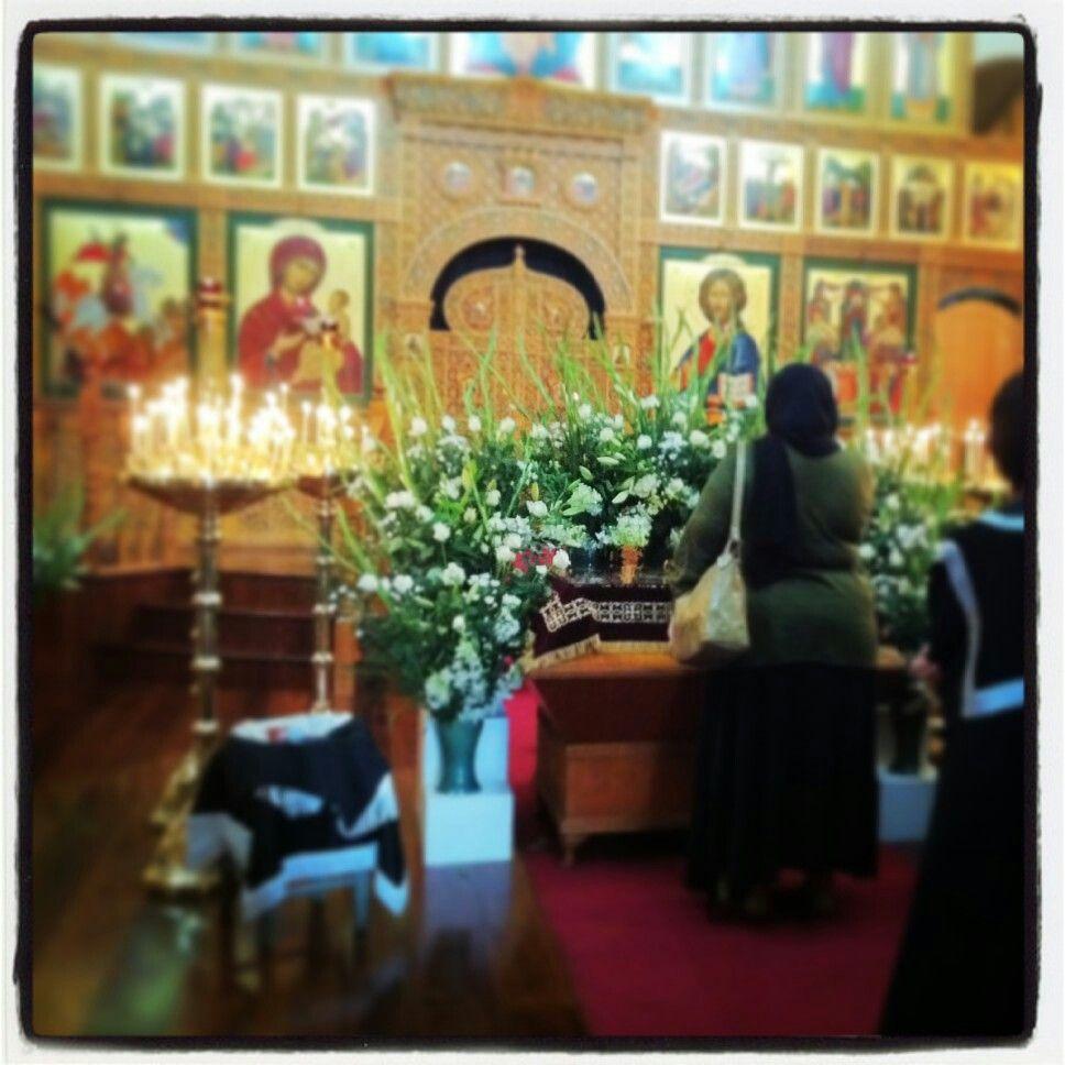 Holy Friday 2011 - veneration of shroud (central focus)