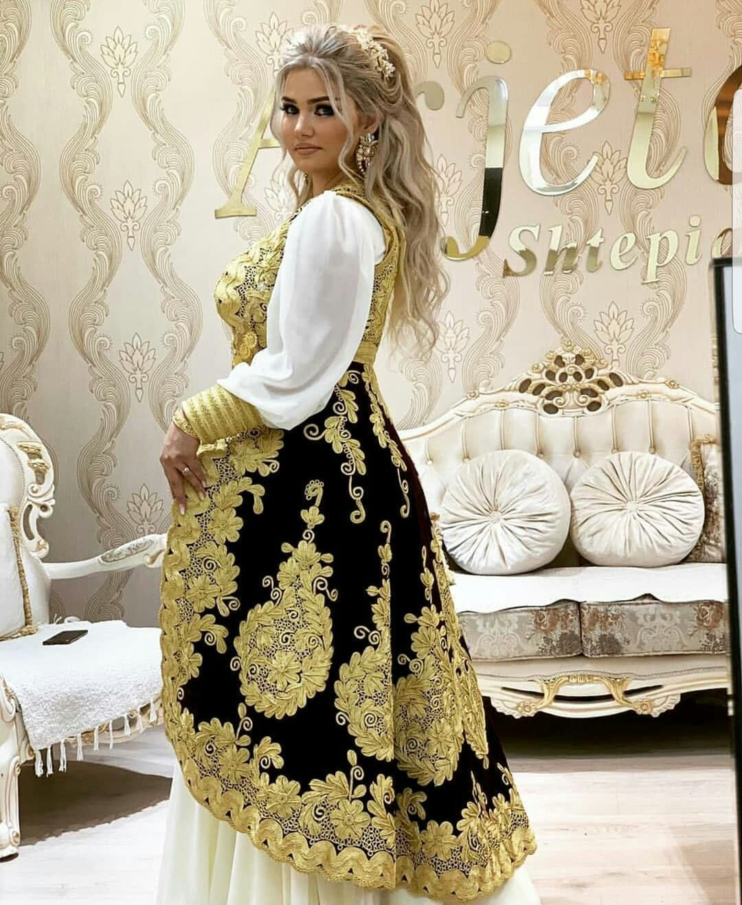 Pin By Xh G On Tenue Turque Et Balkan Soiree Dress Soiree Dresses For Hijab Simple Soiree Dress For Hijab