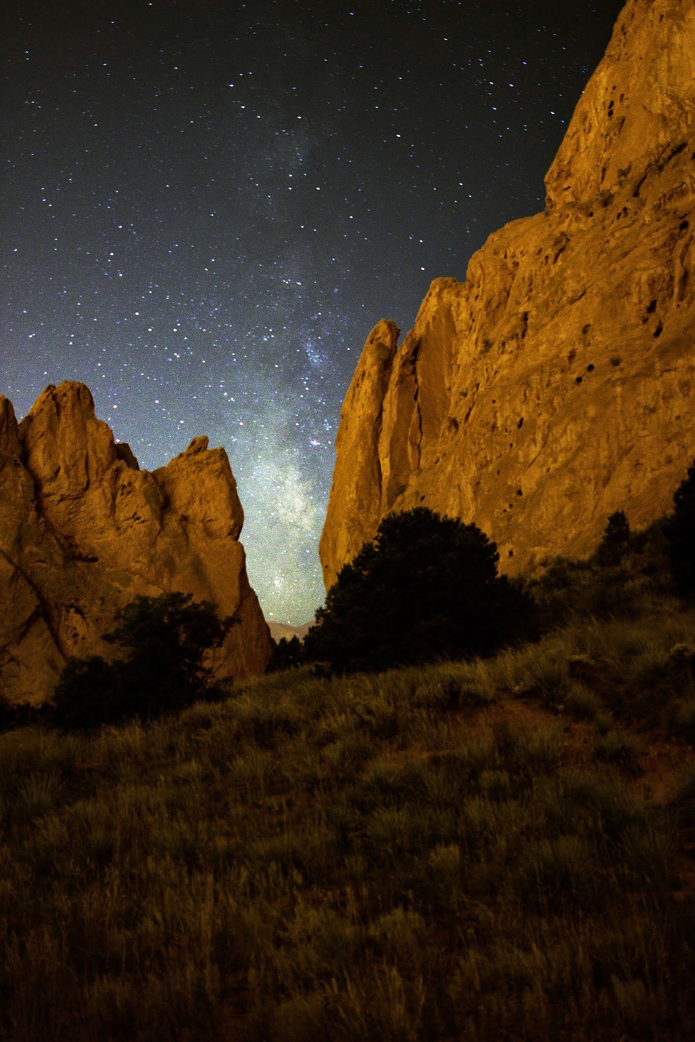Milky Way Framed By Rocks At The Garden Of The Gods In Colorado Springs Co Oc 1365x2048 Pictures To Paint Milky Way Gorgeous Scenery