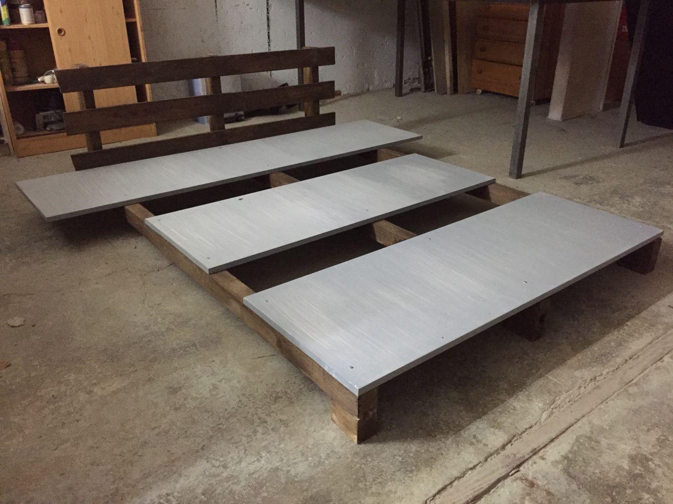 Cama estilo japonesa Tatami hecha con 3 listones de madera 3