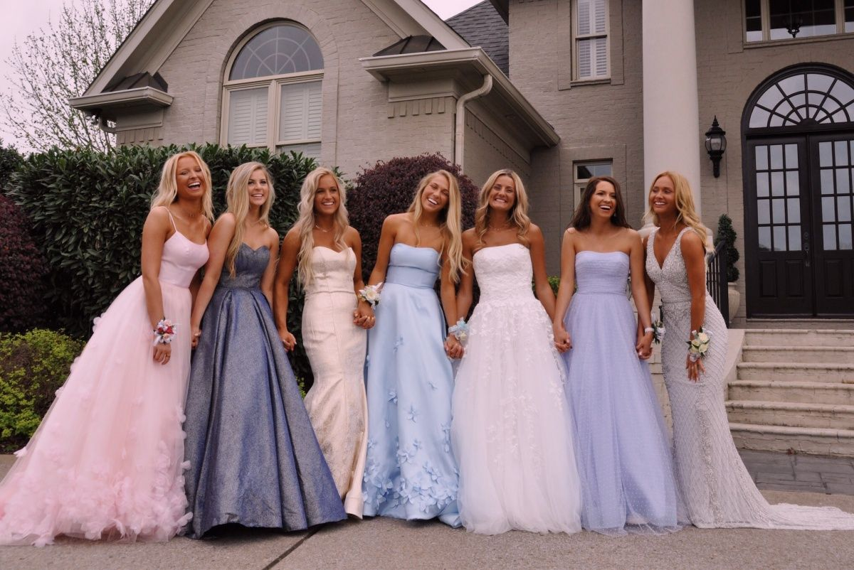 Vsco Laneypack Cute Prom Dresses Prom Photoshoot Prom Outfits [ 802 x 1200 Pixel ]
