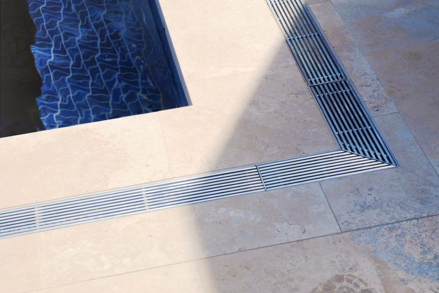 Versatile drain pools and spas in 2019 linear drain - Swimming pool deck drain channels ...