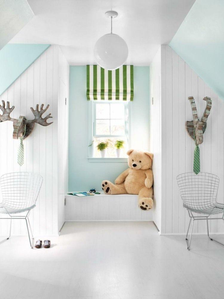 Zum Kinderzimmer Unterm Dach Gestalten Wurden Statt Kräftigen Farben Ein  Elegantes Weiß Als Hauptfarbe Gewählt, Das Mit Hellblauen Und Grünen  Akzenten Kombi