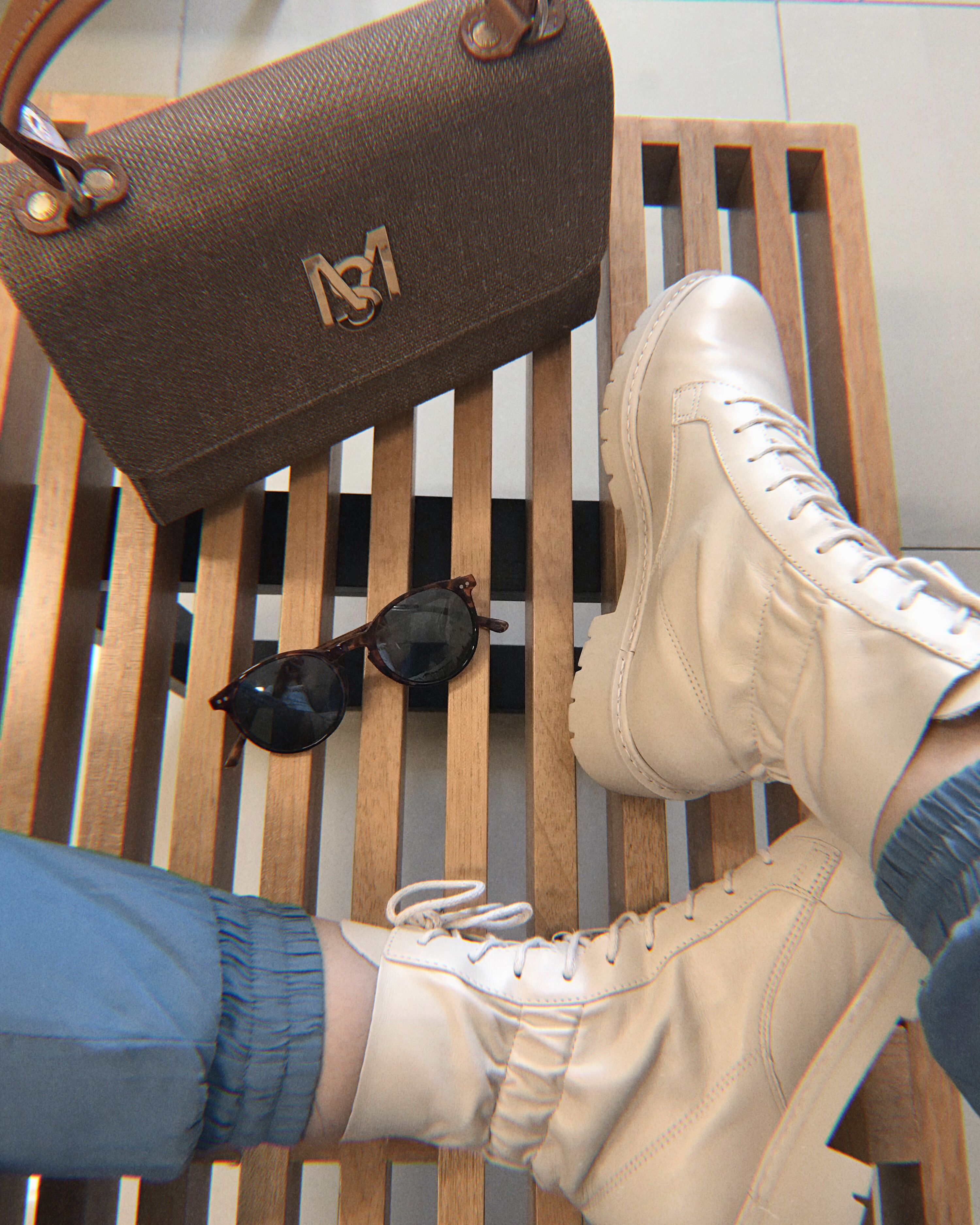 Paixão por aquele corturno lindo 💕  . . . . #lookdodia #lookdetrabalhododia #fashionworld #coturnooffwhite  #producaodemoda #consultoriadeestilo #fashionblogger #fashioninspiration #inspiraçãododia #lookinspiracao