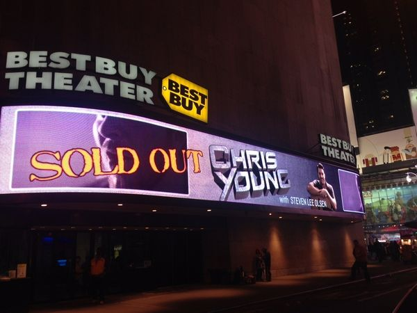 Chris Young Caps New York City Run with Sold-Out Headlining Show at Best Buy Theater : Chris Young