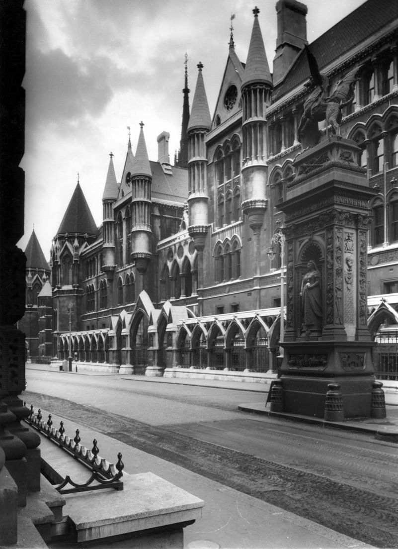 THE ROYAL COURTS OF JUSTICE, STRAND, LONDON, 1970  SEEN FROM THE SOUTH-EAST