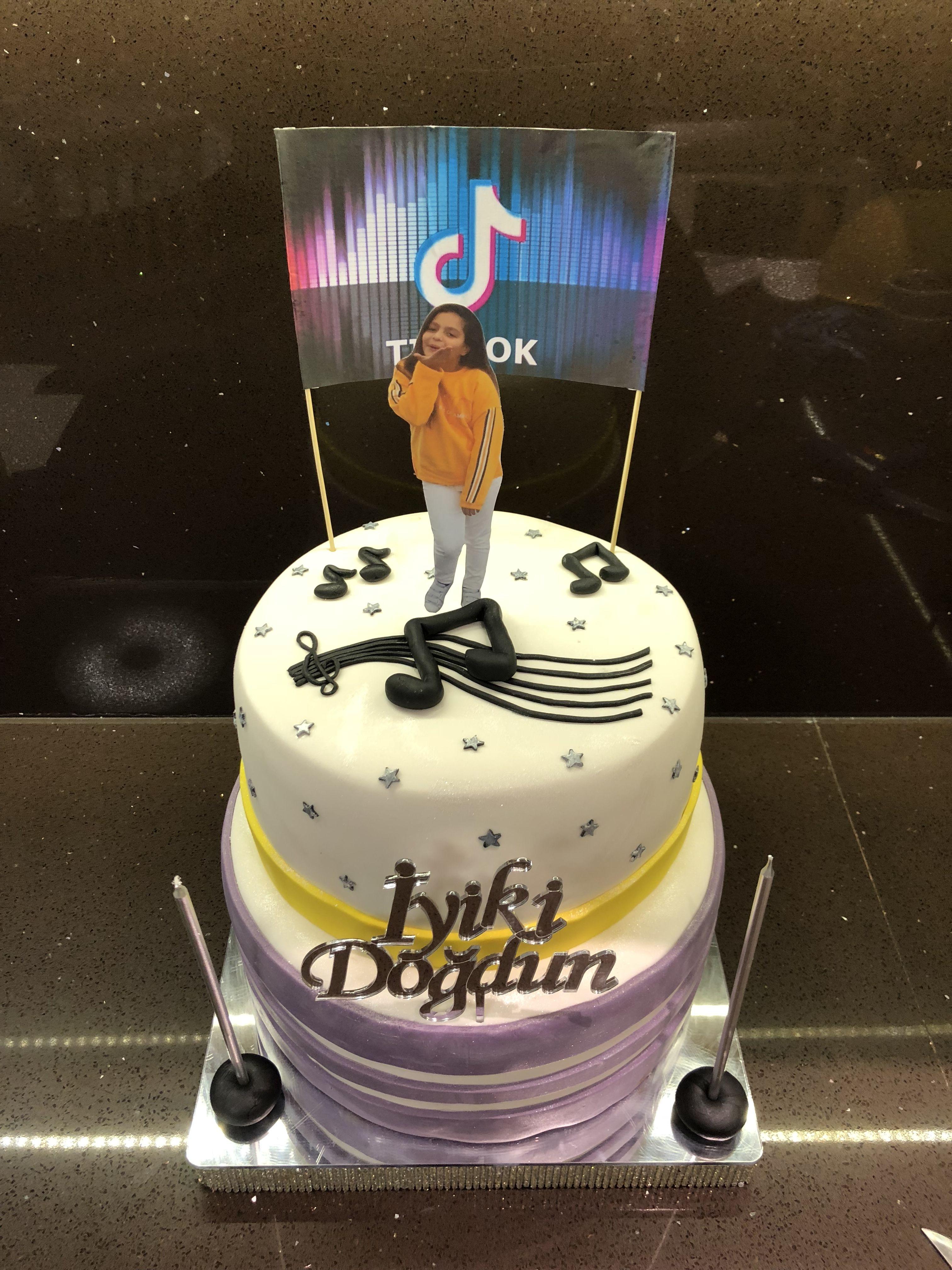 Tik Tok Cake Tik Tok Tasarimli Pasta Tween Birthday Party 12 Year Old Birthday Party Ideas Birthday Party For Teens