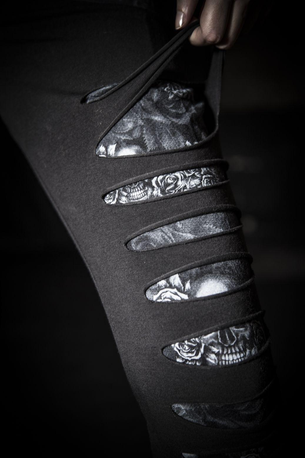 Mit Messer und Schere haben sich die Jungs und Mädels von Black Premium by EMP über die Cut-Out Leggings hergemacht. Unter den Cut-Outs blitzt nun ein Stoff mit Skull Design hindurch und macht die Leggings zum bequemen und einzigartigen Begleiter. #streetstyle #empstyle #blackpremium