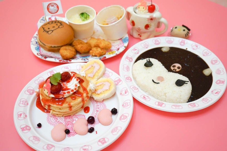 We visit Puroland, the Hello Kitty theme park in Tokyo to eat an adorable Sanrio meal.
